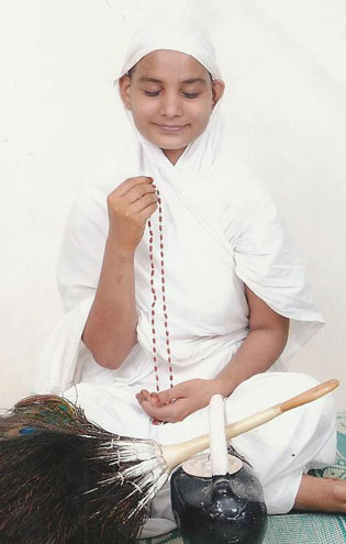 Photo of Aryika Shri 105 Suryashri Mata Ji